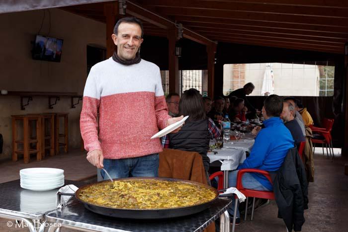 Jaume sirviendo primer plato